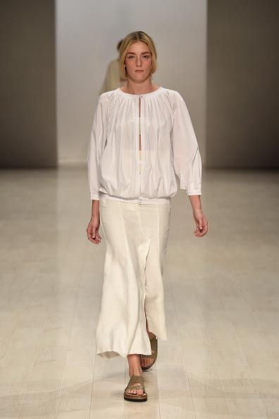 White Skirt「Lee Mathews - Runway - Mercedes-Benz Fashion Week Australia 2015」:写真・画像(19)[壁紙.com]