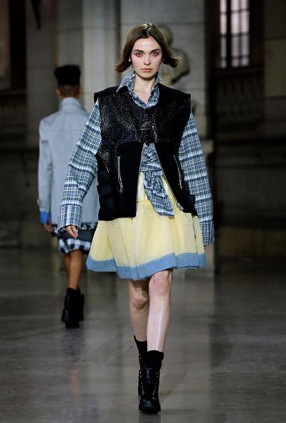 Tartan check「Moon Young Hee : Runway - Paris Fashion Week Womenswear Fall/Winter 2017/2018」:写真・画像(16)[壁紙.com]