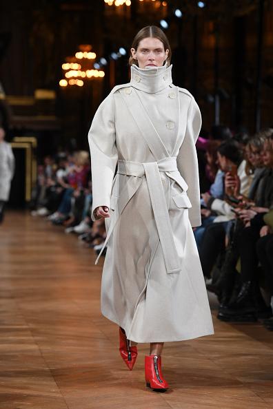 Coat - Garment「Stella McCartney : Runway - Paris Fashion Week Womenswear Fall/Winter 2020/2021」:写真・画像(7)[壁紙.com]