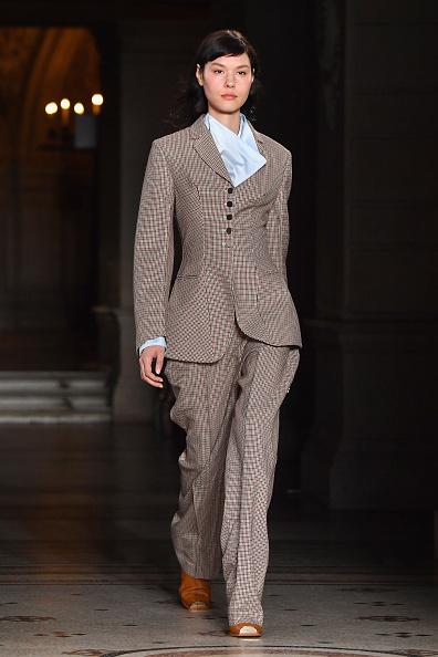 ランウェイ「Stella McCartney : Runway - Paris Fashion Week Womenswear Fall/Winter 2017/2018」:写真・画像(12)[壁紙.com]