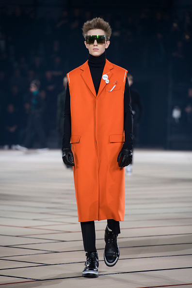 Orange Coat「Dior Homme : Runway - Paris Fashion Week - Menswear F/W 2017-2018」:写真・画像(6)[壁紙.com]