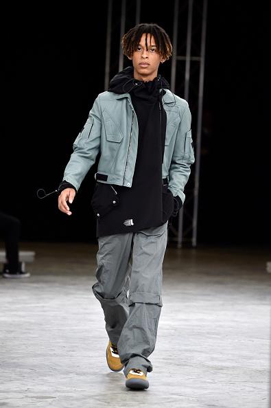 男性一人「Lanvin : Runway - Paris Fashion Week - Menswear Spring/Summer 2018」:写真・画像(8)[壁紙.com]