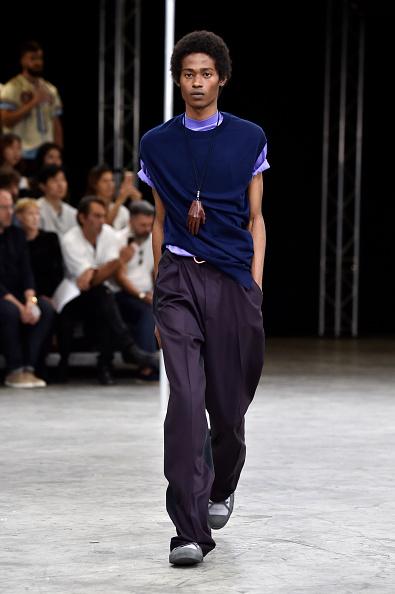 男性一人「Lanvin : Runway - Paris Fashion Week - Menswear Spring/Summer 2018」:写真・画像(4)[壁紙.com]