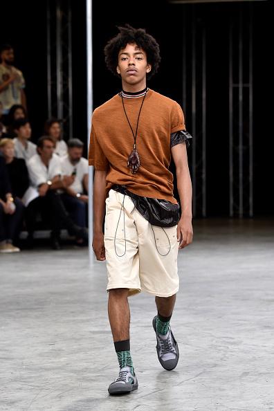 男性一人「Lanvin : Runway - Paris Fashion Week - Menswear Spring/Summer 2018」:写真・画像(10)[壁紙.com]