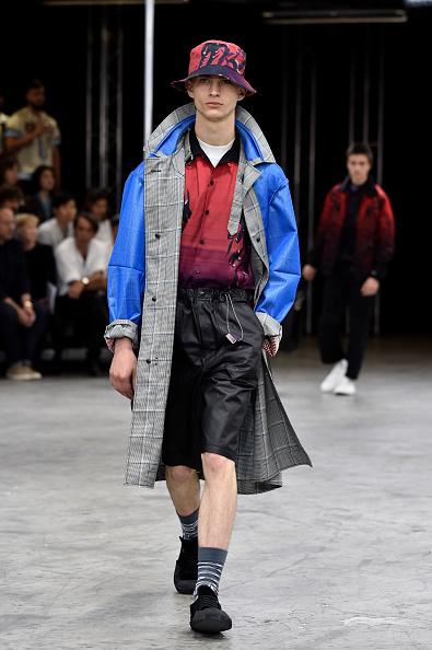 男性一人「Lanvin : Runway - Paris Fashion Week - Menswear Spring/Summer 2018」:写真・画像(5)[壁紙.com]