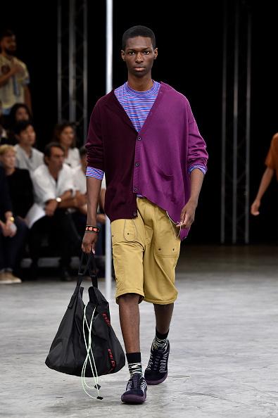 男性一人「Lanvin : Runway - Paris Fashion Week - Menswear Spring/Summer 2018」:写真・画像(11)[壁紙.com]