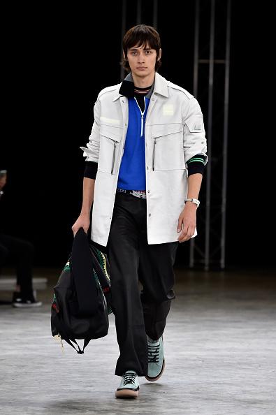 男性一人「Lanvin : Runway - Paris Fashion Week - Menswear Spring/Summer 2018」:写真・画像(3)[壁紙.com]