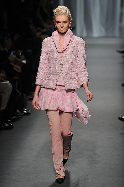 Pavillon Cambon Capucines「Chanel - Runway - Paris Fashion Week Haute Couture S/S 2011」:写真・画像(7)[壁紙.com]