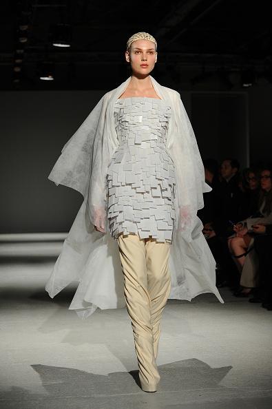 Cream Colored「Gareth Pugh : Runway - Paris Fashion Week Womenswear Fall/Winter 2014-2015」:写真・画像(8)[壁紙.com]