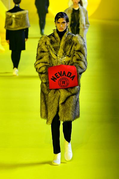 Black Pants「Raf Simons : Runway - Paris Fashion Week - Menswear F/W 2020-2021」:写真・画像(19)[壁紙.com]