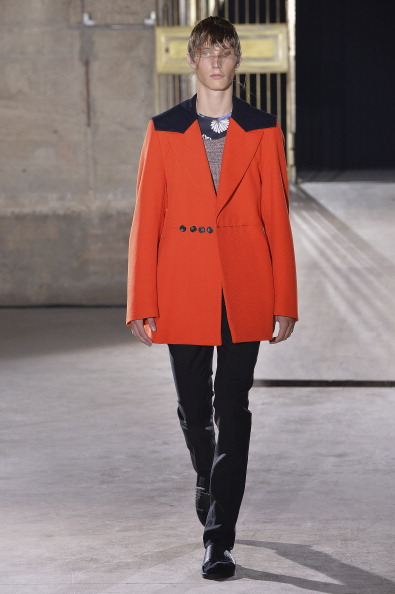 Orange Coat「Raf Simons : Runway - Paris Fashion Week - Menswear S/S 2015」:写真・画像(14)[壁紙.com]