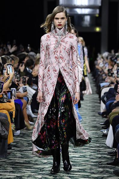 イヤリング「Paco Rabanne : Runway - Paris Fashion Week Womenswear Fall/Winter 2019/2020」:写真・画像(19)[壁紙.com]