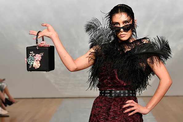 Decoration「Cecilia Kang Couture, Face Me Make-Up - Runway - New Zealand Fashion Week 2019」:写真・画像(15)[壁紙.com]