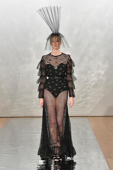 Embellished Dress「Cecilia Kang Couture, Face Me Make-Up - Runway - New Zealand Fashion Week 2019」:写真・画像(17)[壁紙.com]