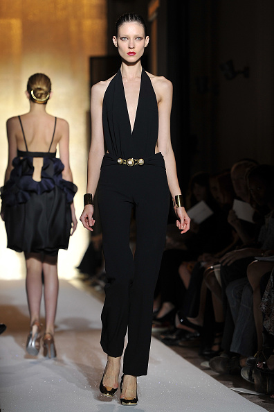 Sleeveless Top「Yves Saint Laurent: Runway - Paris Fashion Week Spring / Summer 2012」:写真・画像(16)[壁紙.com]