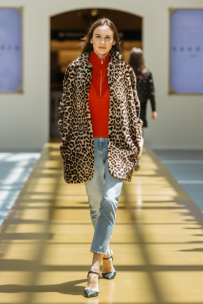 Zipper「SANDRO - Runway - Front Row at Shoppes at Parisian」:写真・画像(17)[壁紙.com]