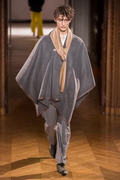 Beige「Atelier Gustavolins : Runway - Paris Fashion Week - Haute Couture S/S 2015」:写真・画像(0)[壁紙.com]