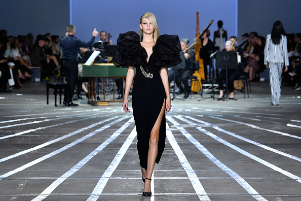 Australian Fashion Week「Carla Zampatti - Runway - Mercedes-Benz Fashion Week Australia 2019」:写真・画像(11)[壁紙.com]