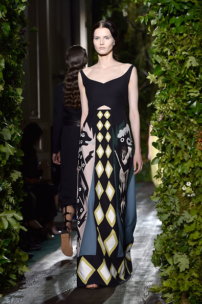 Strap「Valentino: Runway - Paris Fashion Week : Haute Couture Fall/Winter 2014-2015」:写真・画像(14)[壁紙.com]