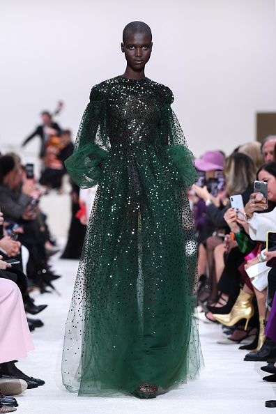 Evening Gown「Valentino : Runway - Paris Fashion Week Womenswear Fall/Winter 2020/2021」:写真・画像(7)[壁紙.com]