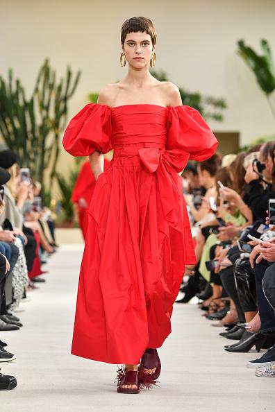 ランウェイ・ステージ「Valentino : Runway - Paris Fashion Week Womenswear Spring/Summer 2019」:写真・画像(12)[壁紙.com]