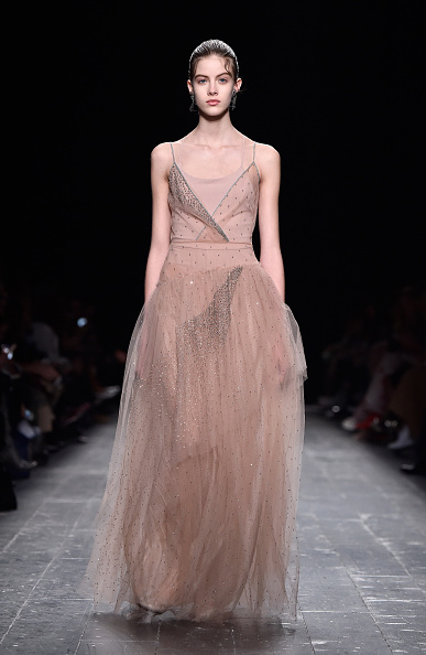 Floor Length「Valentino  : Runway - Paris Fashion Week Womenswear Fall/Winter 2016/2017」:写真・画像(19)[壁紙.com]