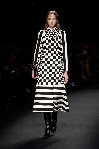 Autumn Fashion Collection「Valentino : Runway - Paris Fashion Week Womenswear Fall/Winter 2015/2016」:写真・画像(18)[壁紙.com]