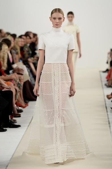 White Skirt「Valentino Sala Bianca 945 Event - Runway」:写真・画像(18)[壁紙.com]