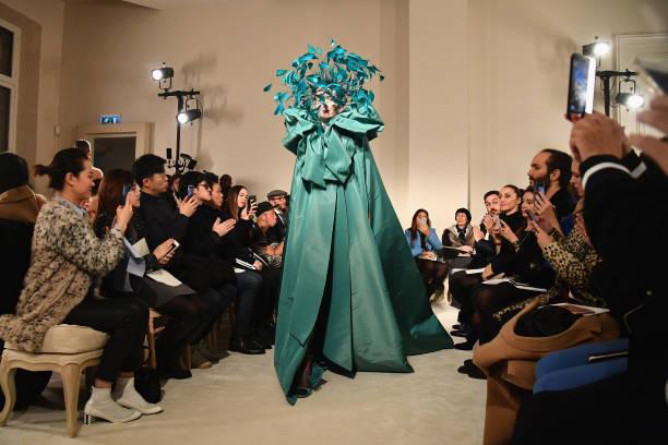 Haute Couture「Valentino : Runway - Paris Fashion Week - Haute Couture Spring Summer 2018」:写真・画像(11)[壁紙.com]