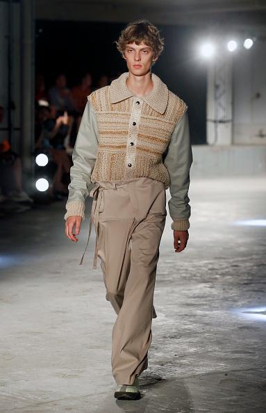 Cream Colored「Acne Studio : Runway - Paris Fashion Week - Menswear Spring/Summer 2019」:写真・画像(18)[壁紙.com]
