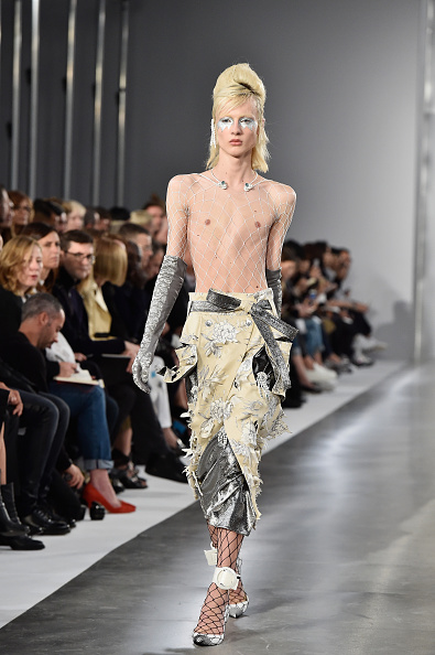 ランウェイ「Maison Margiela : Runway - Paris Fashion Week Womenswear Spring/Summer 2016」:写真・画像(10)[壁紙.com]