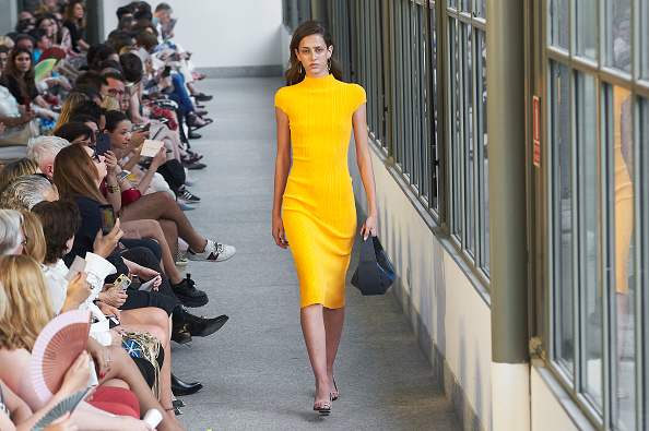 Pencil Dress「Angel Schlesser Catwalk - Mercedes Benz Fashion Week Madrid - July 2018」:写真・画像(5)[壁紙.com]