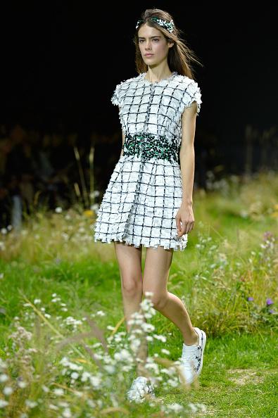 ランウェイ「Moncler Gamme Rouge : Runway - Paris Fashion Week Womenswear Spring/Summer 2016」:写真・画像(12)[壁紙.com]
