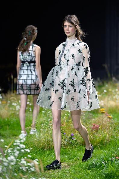Grass「Moncler Gamme Rouge : Runway - Paris Fashion Week Womenswear Spring/Summer 2016」:写真・画像(18)[壁紙.com]