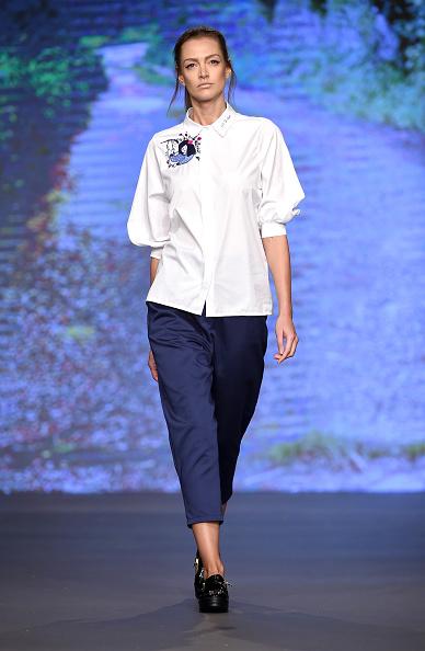 White Shirt「Starch Foundation - Runway - Dubai FFWD Fall/Winter 2016」:写真・画像(12)[壁紙.com]