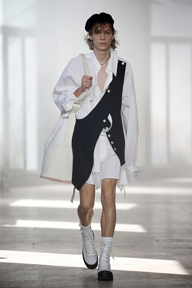 Beret「Ann Demeulemeester : Runway - Paris Fashion Week - Menswear Spring/Summer 2020」:写真・画像(9)[壁紙.com]