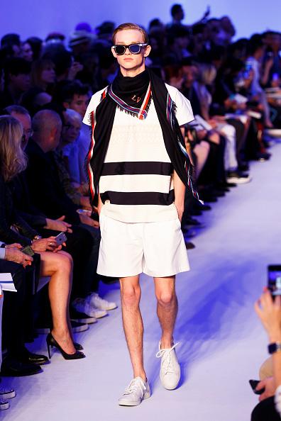 Tristan Fewings「Louis Vuitton : Runway - Paris Fashion Week - Menswear Spring/Summer 2016」:写真・画像(19)[壁紙.com]