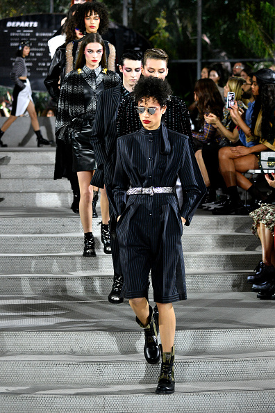 Black Jumpsuit「Louis Vuitton Cruise 2020 Fashion Show」:写真・画像(9)[壁紙.com]