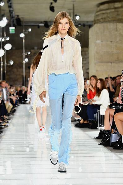 既製服「Louis Vuitton : Runway - Paris Fashion Week Womenswear Spring/Summer 2018」:写真・画像(9)[壁紙.com]