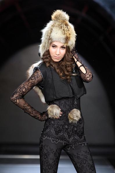 Yves Forestier「Underground Youth Fashion Show - Style.Uz Art Week 2011」:写真・画像(17)[壁紙.com]