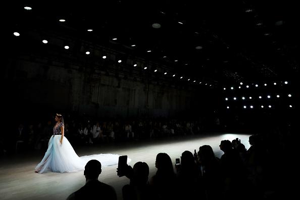Carriageworks「Aqua Blu - Runway - Mercedes-Benz Fashion Week Australia 2019」:写真・画像(12)[壁紙.com]