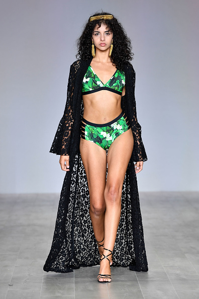 Carriageworks「Aqua Blu - Runway - Mercedes-Benz Fashion Week Australia 2019」:写真・画像(9)[壁紙.com]