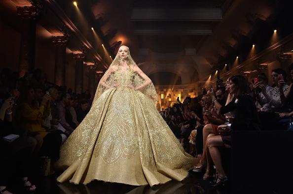 Pavillon Cambon Capucines「Elie Saab : Runway - Paris Fashion Week - Haute Couture Fall/Winter 2015/2016」:写真・画像(1)[壁紙.com]