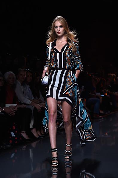 Pascal Le Segretain「Elie Saab : Runway - Paris Fashion Week Womenswear Spring/Summer 2015」:写真・画像(17)[壁紙.com]
