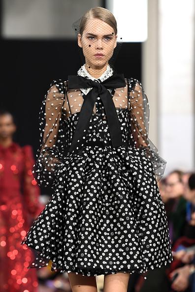 Baby Doll Dress「Elie Saab : Runway - Paris Fashion Week Womenswear Fall/Winter 2020/2021」:写真・画像(4)[壁紙.com]