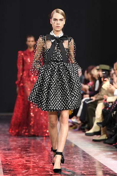 Baby Doll Dress「Elie Saab : Runway - Paris Fashion Week Womenswear Fall/Winter 2020/2021」:写真・画像(5)[壁紙.com]