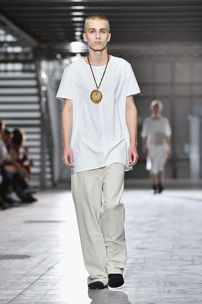 Round Neckline「Damir Doma - Runway - Milan Collections Men SS16」:写真・画像(16)[壁紙.com]