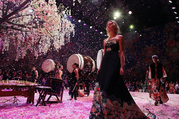 Lisa Maree Williams「Camilla - Runway - Mercedes-Benz Fashion Week Australia 2018」:写真・画像(12)[壁紙.com]