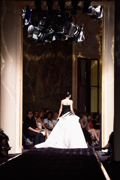 Atelier Versace「Versace : Runway - Paris Fashion Week : Haute-Couture Fall/Winter 2014-2015」:写真・画像(5)[壁紙.com]