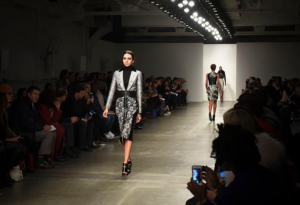 Chelsea Piers「Brandon Sun - Runway - Mercedes-Benz Fashion Week Fall 2015」:写真・画像(16)[壁紙.com]